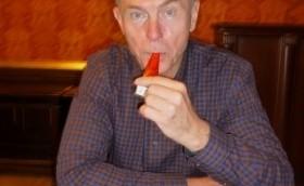 Prof. Jan Švejnar se přidává ke kampani proti násilí Pískáme pro bezpečí